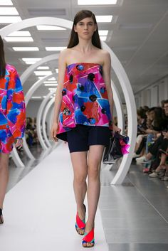 A look from the Roksanda Ilincic Spring 2015 RTW collection.