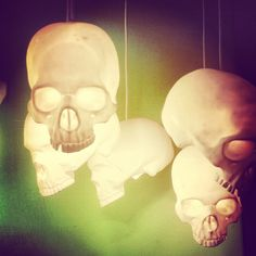 Could be made with plastic skulls and LED lights so they don't get too hot? Skull Decor, Skull Art, Halloween Diy, Halloween Decorations, Creepy, Goth Home, Gothic House, Deco Design, Home And Deco