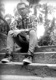 ´´ Fora da Caixa´´ Fotógrafa: Nayara Lacerda | Modelo: Eduardo Junior e Nico Euzebio | Produção: Nayara Lacerda | Edição: Nayara Lacerda