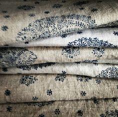 Love this block print Envers du Decor Motifs Textiles, Textile Fabrics, Vintage Textiles, Vintage Linen, Print Fabrics, Indian Textiles, Vintage Sheets, Vintage Type, Vintage Quilts