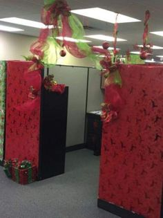 Need ideas for Christmas Office Decorating contest or need to decorate your office for Christmas ASAP? Here are the best Christmas Office Decorations ideas. Christmas Tree And Fireplace, Christmas Door, Christmas Crafts, Christmas Ideas, Christmas 2019, Christmas Ornaments, Christmas On A Budget, Simple Christmas, Christmas Cubicle Decorations