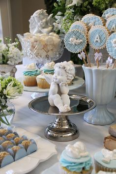 New baby shower ideas centros de mesa para varon Ideas Baptism Table Decorations, Baptism Themes, Baby Boy Baptism, Baby Christening, Theme Bapteme, First Holy Communion Cake, Angel Baby Shower, Angel Theme, Baby Shower Cookies