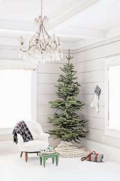 Minimalistic Christmas Tree - ELLEDecor.com