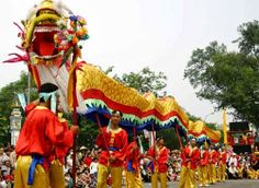 Vietnam Tour : Lunar New Year in Vietnam (Tet Holiday) When talking about Vietnam, we can not forget to mention about one special holiday in every single year. It is Lunar New Year (Tet Holiday). Lunar New Year 2014 begin from 31 January 2014 to 04 February 2014 (Carlendar). http://visa2vietnam.blogspot.com/2013/12/vietnam-tour-lunar-new-year-in-vietnam.html