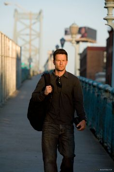mark wahlberg in shooter Actor Mark Wahlberg, Donnie Wahlberg, Wahlberg Brothers, Mark Roberts, Plus Size Men, Best Supporting Actor, Guys And Girls, Boys, Fine Men