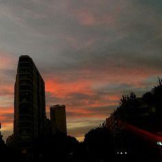 Parecía el fin del mundo cuando su mundo no había hecho más que empezar. New York Skyline, Celestial, Sunset, Travel, Outdoor, End Of The World, So Done, Outdoors, Viajes