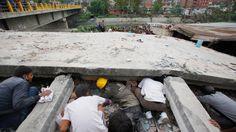 Canadian tourist in Nepal describes scenes of mayhem and panic during an earthquake in Nepal. http://www.ctvnews.ca/video?clipId=600070&playlistId=1.2344644&binId=1.810401&playlistPageNum=1&binPageNum=1