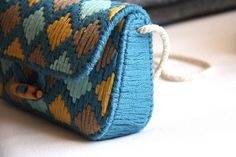 Discover thousands of images about Plastic Canvas Purse Bag Free Crochet Bag, Crochet Clutch, Crochet Purses, Plastic Canvas Crafts, Plastic Canvas Patterns, Diy Wallet, Diy Bags Purses, Canvas Purse, Wallet Pattern