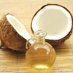 O óleo de coco conta com muitos benefícios para a saúde, pele e cabelo, por isso aproveite e faça-o em casa para ter sempre à mão! #coco #oleoessencial