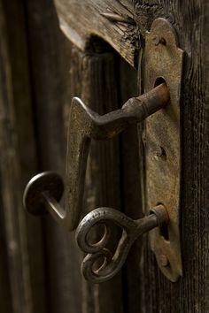 Vintage Hardware, door nob and key Door Knobs And Knockers, Knobs And Handles, Door Handles, Antique Keys, Vintage Keys, Antique Hardware, The Doors, Windows And Doors, Old Keys