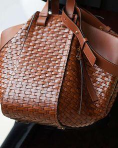 Borse over Primavera Estate 2017 - Maxi bag a intreccio Loewe