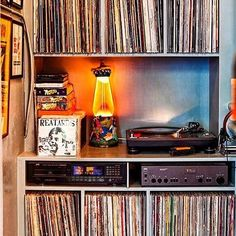 Vinyl Record Player, Old Vinyl Records, Vinyl Cd, Vinyl Record Storage, Vinyl Music, Record Players, Lps, Radios, Vinyl Room