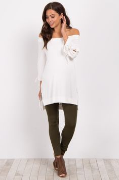 Shop cute and trendy maternity clothes at PinkBlush Maternity. We carry a wide selection of maternity maxi dresses, cute maternity tanks, and stylish maternity skinny jeans all at affordable prices. Baby Boy Leggings, Leggings Outfit Fall, Toddler Leggings, Green Leggings, Fleece Leggings, Maternity Leggings, Toddler Outfits, Toddler Girls, Pregnancy Outfits