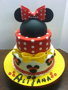 Minnie Mouse cake, for girl birthday parties Bolo Mickey E Minnie, Mickey Cakes, Mickey Mouse Cake, Minnie Mouse Birthday Cakes, Mickey Birthday, Girl Cakes, Macaron, Cute Cakes, Themed Cakes