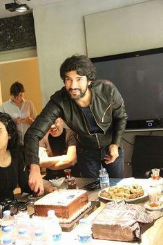 . Turkish Actors, Best Actor, Best Tv, Celebrity Photos, Hot Guys, Hot Men, Handsome, Instagram, Engine