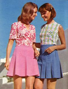 Photo galleries of women's vintage fashion in the fifties, sixties, seventies, eighties, nineties. Pictures of retro fashion design from 1950 to Decades Fashion, 60s And 70s Fashion, 70s Inspired Fashion, Seventies Fashion, Teen Fashion, Colorful Fashion, Fashion Edgy, Fashion Fall, 60s Fashion Trends