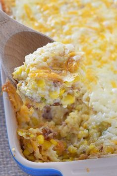 How to make the most delicious Creamy Bacon Corn Casserole with simple ingredients like cornbread and cream cheese. Corn Dishes, Vegetable Side Dishes, Vegetable Recipes, Corn Casserole, Casserole Dishes, Casserole Recipes, Good Food, Yummy Food, Pasta