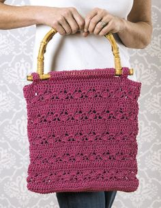 Quick, easy and practical, what could be better than that! This book from Candi Jensen offers an incredible variety of projects, perfect for all occasions. Whether it's a granny market bag, elegant la
