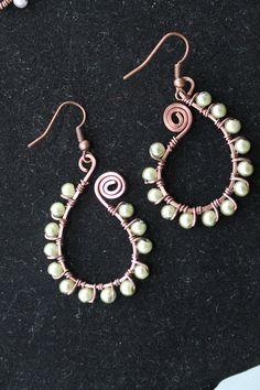 Antique copper earrings, wire wrapped jewelry handmade, pearl earrings via Etsy Wire Wrapped Earrings, Wire Earrings, Earrings Handmade, Handmade Jewelry, Pearl Earrings, Wire Jewelry Designs, Jewelry Art, Beaded Jewelry, Jewelry Ideas