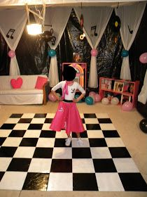 ideas birthday outfit for school daughters, … - Party Outfits Grease Themed Parties, 50s Theme Parties, Grease Party, Party Themes, Party Ideas, Game Ideas, Fifties Party, Retro Party, 1950s Party