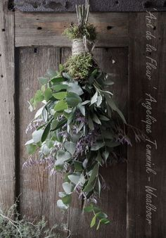 Rustic simple Christmas decorations - Best ROUTINES for Healthy Happy Life Natural Christmas, Christmas Flowers, Rustic Christmas, Simple Christmas, Deco Floral, How To Make Wreaths, Holiday Wreaths, Xmas Decorations, Christmas Inspiration