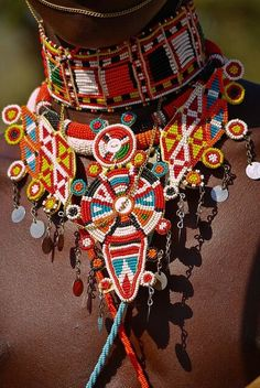 Maasai beaded collar for men Moda Tribal, Tribal Mode, Style Tribal, Ethno Style, Hippie Style, African Beads, African Jewelry, Ethnic Jewelry, Trendy Jewelry