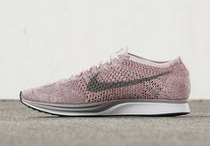 Nike Flyknit Racer Macaroon: Pink Dust