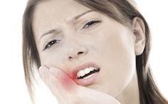 Difficile de supporter une douleur dentaire ! En attendant le rendez-vous chez le dentiste, il est parfois utile de calmer le mal de dents...