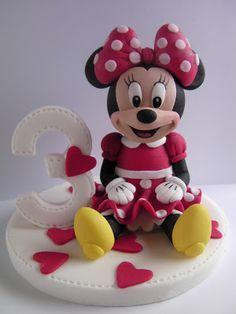 Figurice za torte (Fondant design Ana): Mini Maus (Minnie Mouse) sedeca figura od fondana (sitting fondant figure)