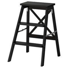 IKEA - BEKVÄM, Trittleiter, 3 Tritte, schwarz, Zusammenklappbar - spart Platz, wenn nicht in Gebrauch. Massivholz ist ein strapazierfähiges Naturmaterial, das bei Bedarf abgeschliffen und oberflächenbehandelt werden kann. Wandhaken inklusive.