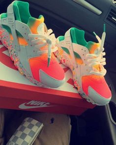Mango rainbow fade huaraches 🍉 🌈 in 2019 nike shoes обувь, ж Sneakers Fashion Outfits, Shoes Sneakers, Superga Sneakers, Sneakers Women, Grey Sneakers, Nike Shoes Huarache, Huaraches Shoes, Fly Shoes, Fresh Shoes