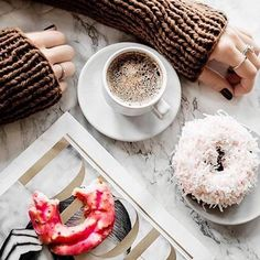 Imagem de coffee, donuts, and food But First Coffee, Best Coffee, Coffee Cafe, Coffee Shops, Coffee Lovers, Me Time, Coffee Break, Hot Chocolate, Nespresso