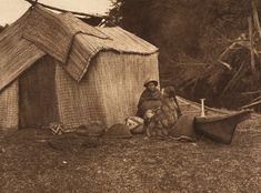 Here are photos by Edward S. Curtis of Indian people of the Northwest Coast and Columbia Plateau. A Skokomish Indian chief& daughter . Native American Tribes, Native Americans, Arte Tribal, Native Indian, Indian Tribes, Native Art, American Pride, Pacific Northwest, Pacific Coast