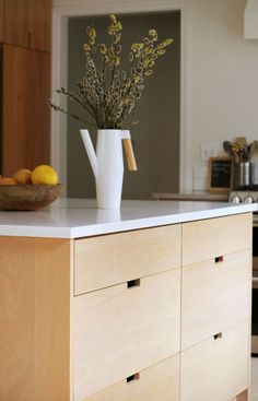 An unobtrusive kitchen island in a Portland kitchen before and after the design * Spo … - before after kitchen Country Kitchen Island, Stools For Kitchen Island, Modern Kitchen Island, New Kitchen, Island Bar, Kitchen Ideas, Before After Kitchen, Freestanding Kitchen, Concrete Kitchen