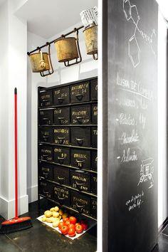Keltainen talo rannalla: Rustiikkia, vintagea ja ideoita