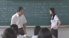 Profesor maltrata a su alumna en clase