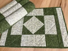 Green Quilted Placemats Set of 4 Handmade Green Patchwork Table Mats Table Runner And Placemats, Table Runner Pattern, Quilted Table Runners, Quilted Placemat Patterns, Quilt Block Patterns, Quilt Blocks, Small Quilt Projects, Quilting Projects, Sewing Projects