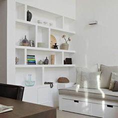 Wil je een ander soort boekenkast voor in je interieur dan de standaard boekenkast die je tegen de wand aanzet? Ga voor een inbouw boekenkast op maat!
