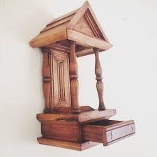 Resultado de imagem para oratórios de madeira Altar Design, Home Altar, Catholic Crafts, Prayer Box, Cathedral Church, Wood Creations, Wood Carving, Woodworking Crafts, Home Decor