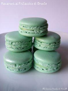 Il Goloso Mondo di Minu': Macarons al Pistacchio di Bronte. Un pasticcino dolcissimo per un post un po' amaro!