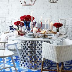 Crate & Barrel  Como Round Marble Top Dining Table//