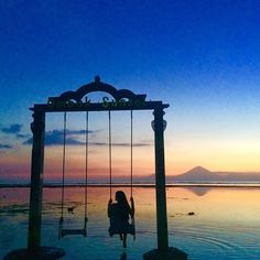 Looking out to Mount Rinjani on #Lombok from #GiliTrawanagan #Indonesia