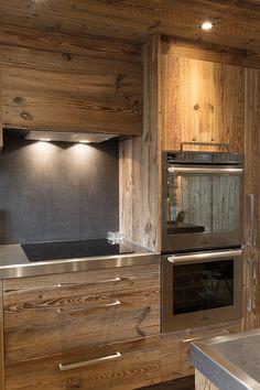Home Decoration For Halloween Chalet Design, Cabin Interior Design, Chalet Interior, Küchen Design, House Design, Chalet Chic, Chalet Style, Ski Chalet, Stone Kitchen