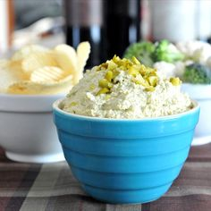 dill pickle dip via (Vegan Dip Super Bowl) Vegan Appetizers, Appetizer Recipes, Snack Recipes, Cooking Recipes, Snacks, Dill Pickle Dip, Dill Recipes, Vegan Dishes, Salsa
