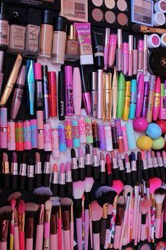Ideas For Makeup Collection Goals Lip Balm Skin Makeup, Makeup Brushes, Beauty Makeup, Makeup Lipstick, Makeup Mascara, Mac Lipsticks, Makeup Art, Makeup Room Decor, Makeup Rooms