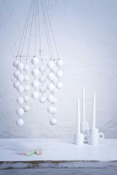 Modern Christmas decor ideas are more intricate shapes, less color. Get inspired to make this year's Christmas decor special. Christmas Ceiling Decorations, Modern Christmas Decor, Christmas Interiors, Hygge Christmas, Noel Christmas, White Christmas, Christmas Crafts, Diy Home Accessories, Diy Hanging