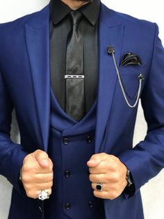 Collection: Spring – Summer 2019 Product: Slim-Fit Wool Suit Color Code: Sax Size: Suit Material: wool, polyester Fitting: Slim-fit Package Include: Jacket, Vest, Pants Only Gifts: Shirt, Chain and Neck Tie Traje Slim Fit, Terno Slim Fit, Slim Fit Tuxedo, Slim Fit Suits, Black Outfit Men, Blue Suit Men, Grey Suits, Dress Suits For Men, Estilo Cool