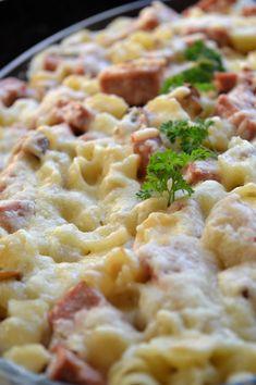 Pasta- & korvgratäng med smak av champinjon Keto Recipes, Dessert Recipes, Kitchen Confidential, Creamy Pasta, Healthy Salads, Tasty Dishes, Macaroni And Cheese, The Best, Food Porn