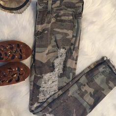 HPCamouflage Ripped Jeans FashionNova jeans, Size :Small (Fits sizes 1-3). I didn't like them when I received them. These have only been tried on. Fashion Nova Jeans Skinny