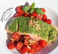 Summertime: Heute gibt es ein köstliches Sommerrezept: Lachs mit Pestokruste und Tomaten-Pinienkernsalat